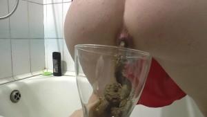 Freaky Baby – Pooing In My Vase