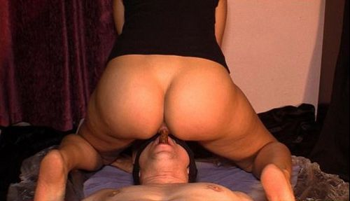 Mistress_Diana_takes_a_dump_in_her_slaves_mouth