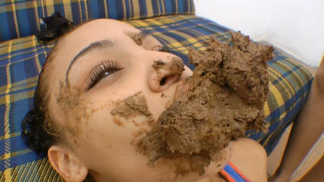 Scat Swallow In My Sofa Girl  By Sabrina Senna Sg-Video -4015