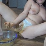 Spritzigefee – Extreme Scat and Dirty Fisting Full HD 1080