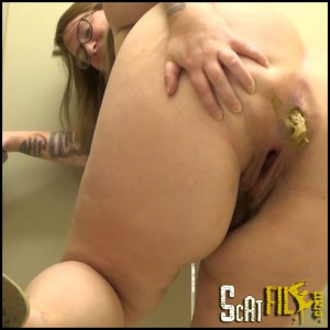 Pooping In The Men's Room – Full HD 1080 (Scat Solo, Big Pile, Poopping)