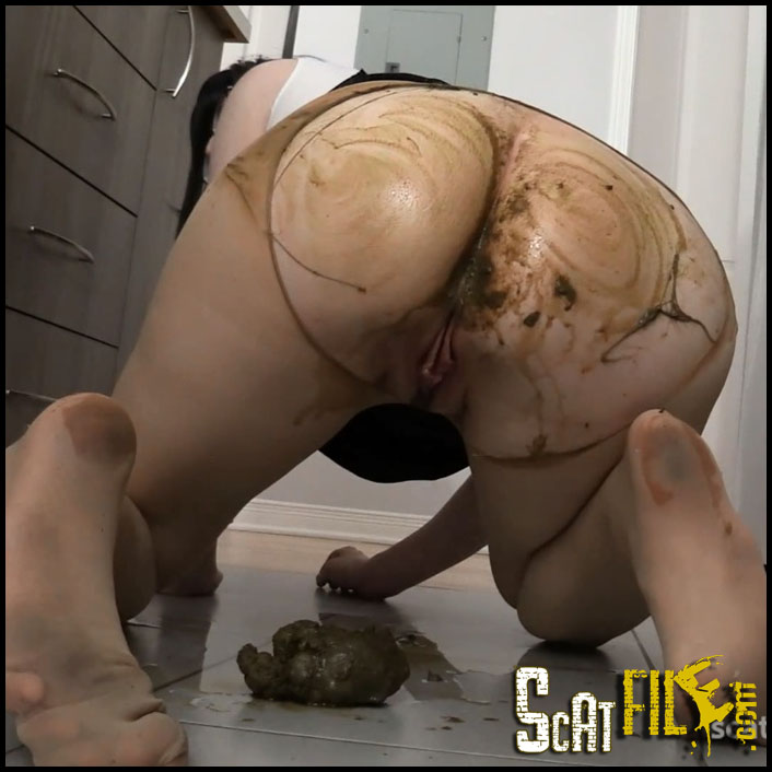 desperate-wife-has-to-poop-in-her-pantyhose_cover