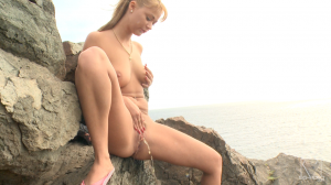 SG-VIDEO_solo-scat-girl-peneloppe-ferre---watch-me-shit-and-pee_20170117190806