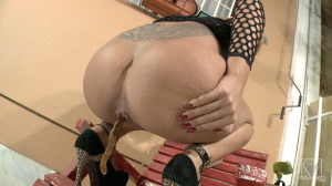 SG-VIDEO_solo-scat-girl-peneloppe-ferre---watch-me-shit-and-pee_20170117191930