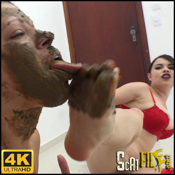 Demmi' Big white ass shitting - 4K.00054