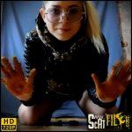 New Shit Girl – the nice girl – Sammy – amateurs scat porn, shit masturbation